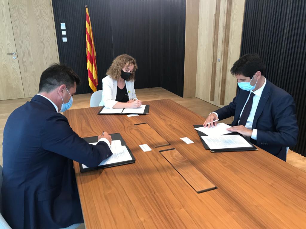 El Consell de Procuradors de Catalunya firma un acuerdo de mejoras en la asistencia jurídica gratuita con el Departamento de Justicia y el Consejo de la Abogacía